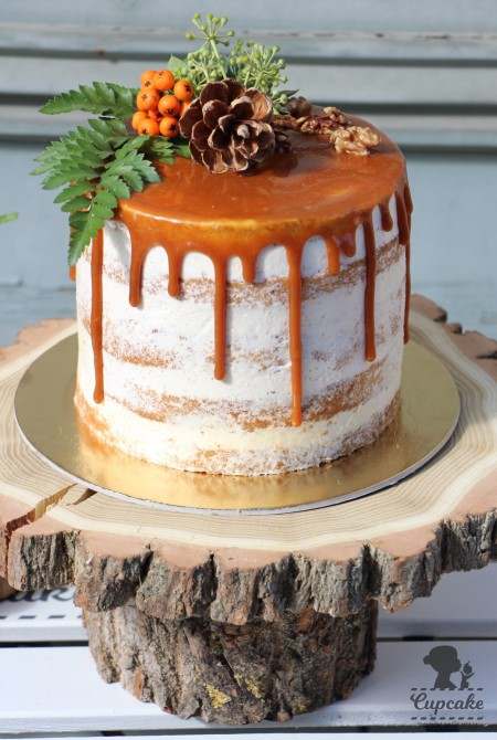 Naked cake - karamellel csurgatva