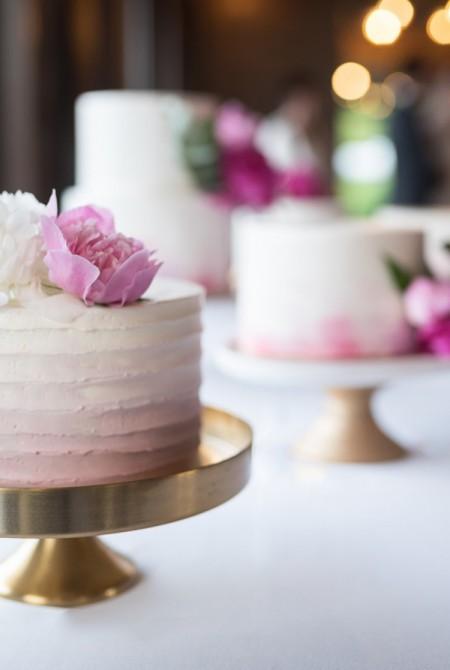 Esküvői torta - bazsarózsás - pink - fehér