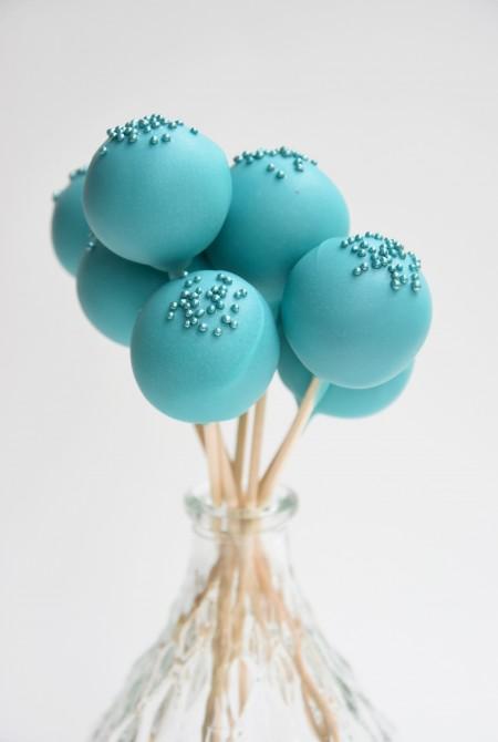 Kék cake pop - kék szórással