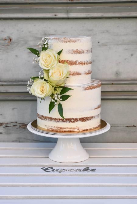Naked cake - Fehér rózsával