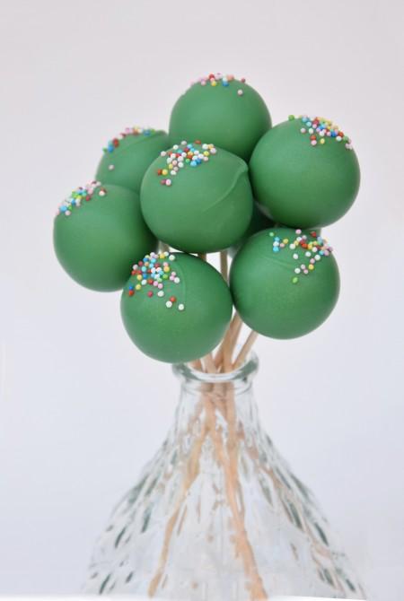 Sötétzöld cakepop - színes szórással