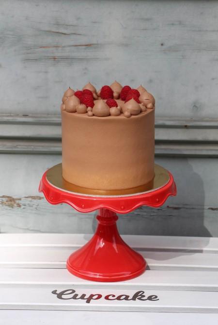 Málnás étcsoki torta (friss málnát csak a szezonban teszünk a tetejére)