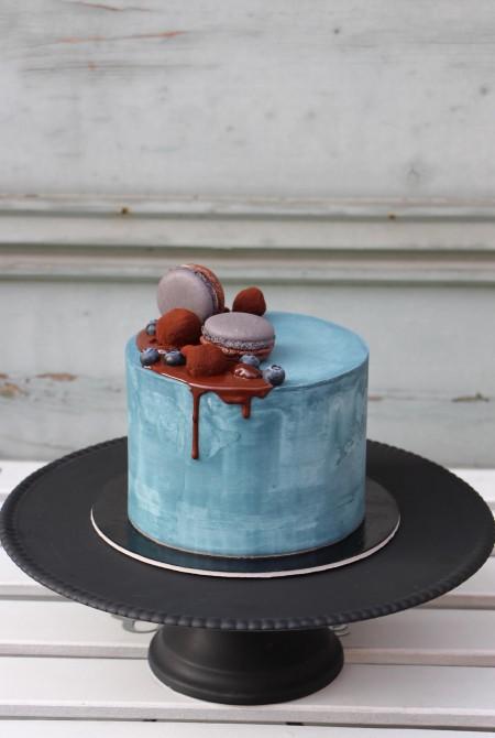 Kék torta csokicsurgatással - fehércsokiborítással