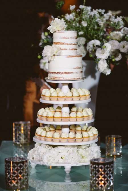 Cupcake torony + Naked cake bazsarózsával