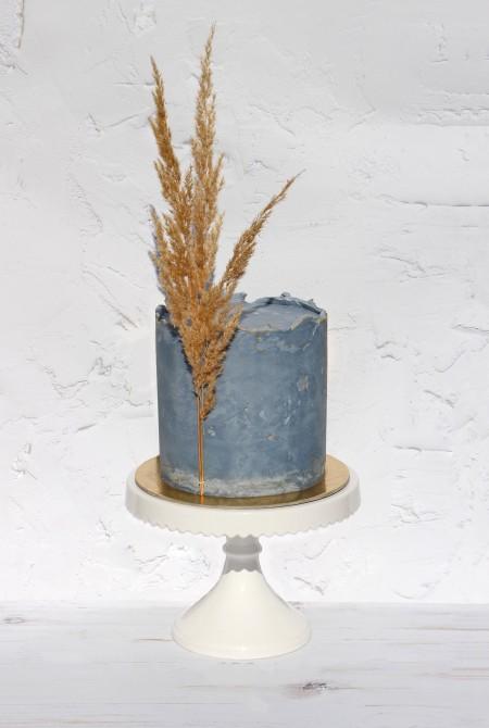 Kékesszürke torta - pampafűvel - fehércsokiborítással