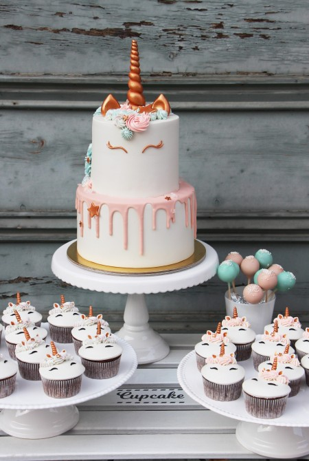 Unikornis torta, cupcake és cake pop