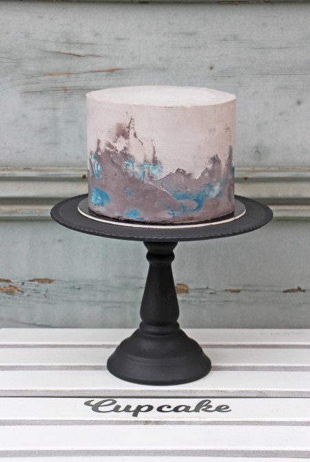 Szürke - kék színátmenetes torta - fehércsokiburkolással
